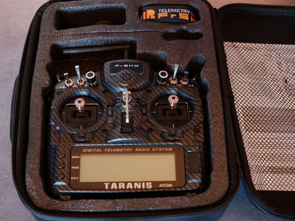 TARANIS-X9D-PLUS-SE-2019-carbone-NEUVE-4-ConvertImage.jpg